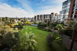 """Photo 2: 406 1450 PENNYFARTHING Drive in Vancouver: False Creek Condo for sale in """"Harbour Cove"""" (Vancouver West)  : MLS®# R2617259"""