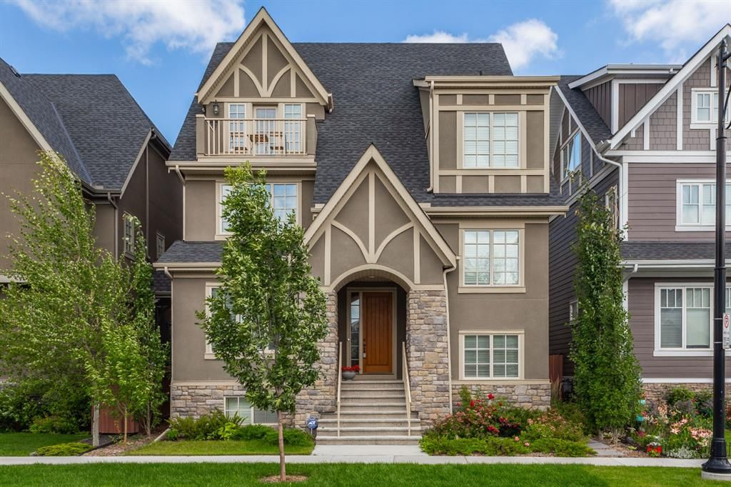 Main Photo: 165 Burma Star Road SW in Calgary: Currie Barracks Detached for sale : MLS®# A1091241
