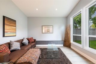 Photo 13: 909 Bank St in : Vi Fairfield East House for sale (Victoria)  : MLS®# 871077