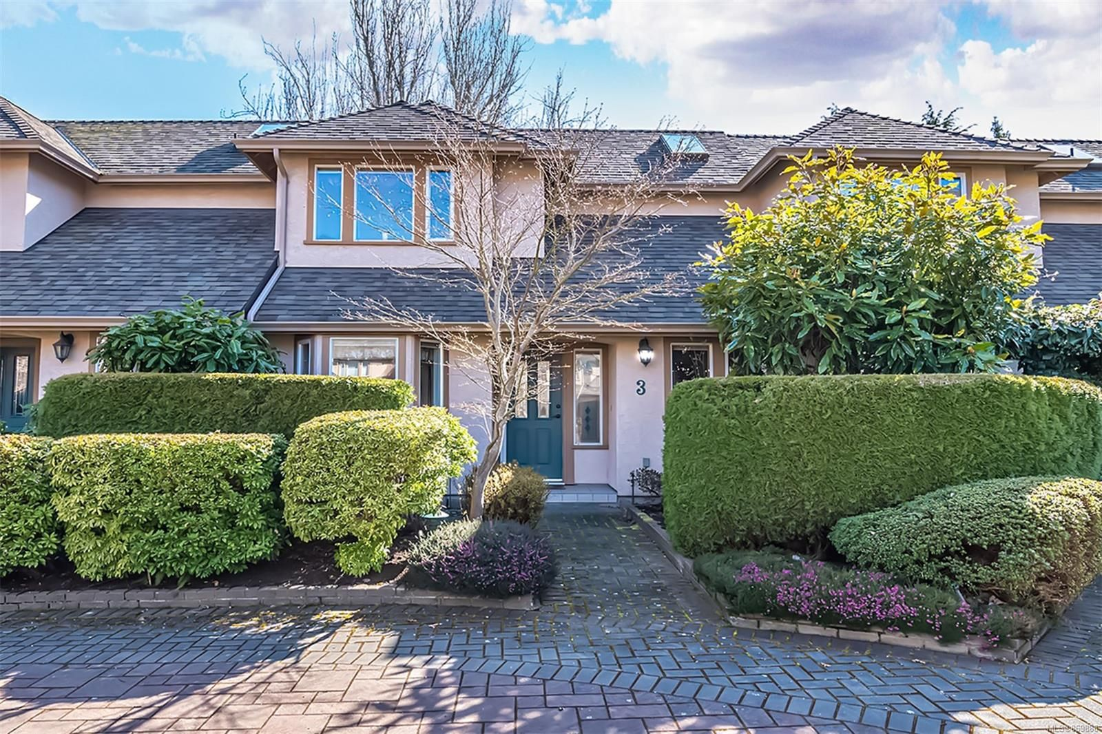 Main Photo: 3 2585 Sinclair Rd in : SE Cadboro Bay Row/Townhouse for sale (Saanich East)  : MLS®# 869888