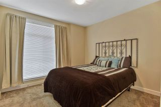 """Photo 12: 51 2120 KING GEORGE Boulevard in Surrey: King George Corridor Manufactured Home for sale in """"Five Oaks"""" (South Surrey White Rock)  : MLS®# R2454981"""