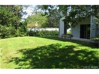 Photo 3:  in VICTORIA: SE Quadra Condo for sale (Saanich East)  : MLS®# 442034