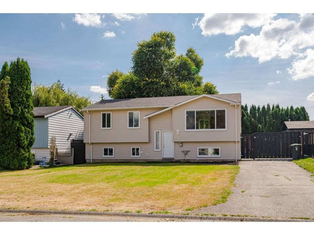 Main Photo: 26690 32A Avenue in Langley: Aldergrove Langley House for sale : MLS®# R2616417
