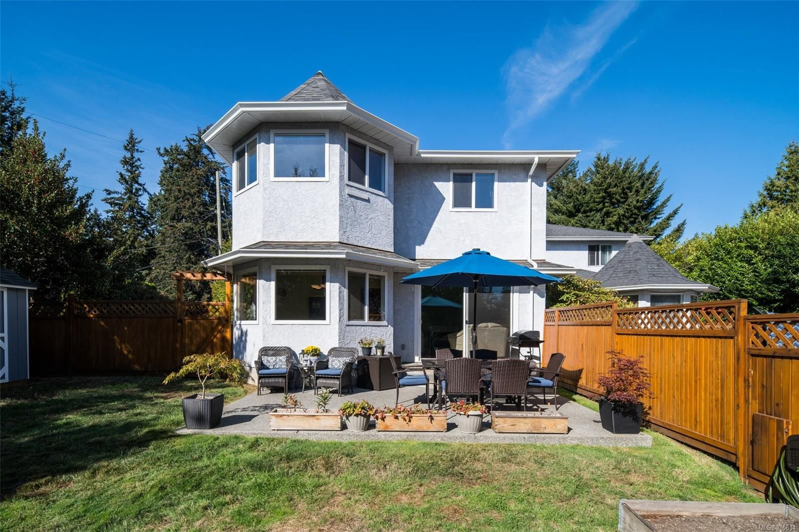 Main Photo: 2743 Whitehead Pl in : Co Colwood Corners Half Duplex for sale (Colwood)  : MLS®# 885614