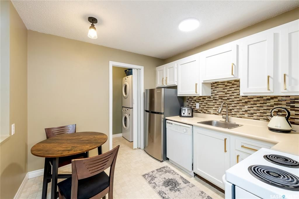 Main Photo: 406 139 St Lawrence Court in Saskatoon: River Heights SA Residential for sale : MLS®# SK848791