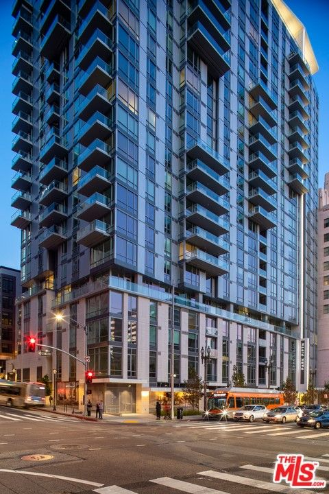 Main Photo: 427 W 5th Street Unit 2401 in Los Angeles: Residential Lease for sale (C42 - Downtown L.A.)  : MLS®# 21782876