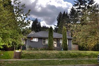 Photo 3: 2213 CLARKE Street in Port Moody: Port Moody Centre House for sale : MLS®# R2578485