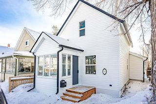 Photo 2: 317 25th Street West in Saskatoon: Caswell Hill Residential for sale : MLS®# SK841178