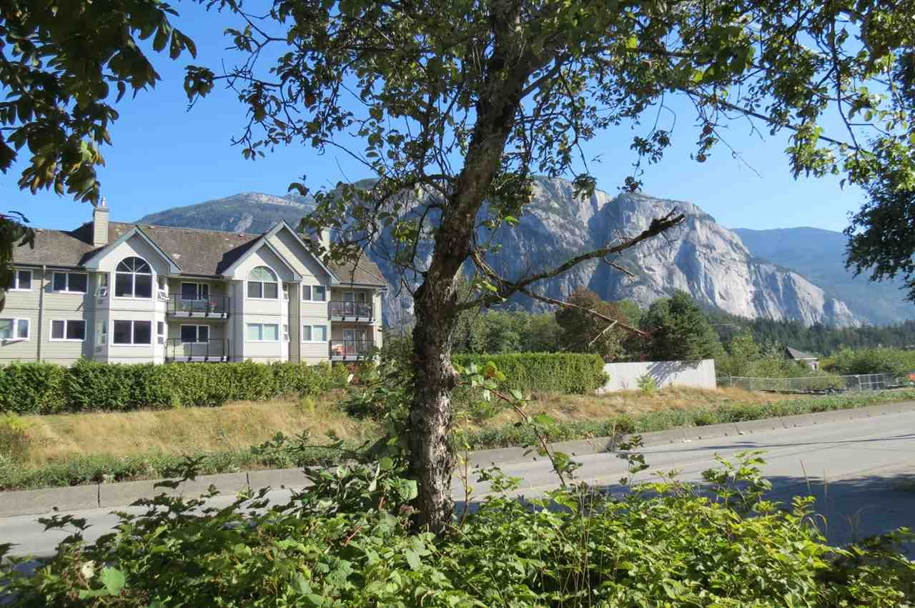 This top floor unit faces west - amazing views of waterfalls and ever changing mountain vistas.