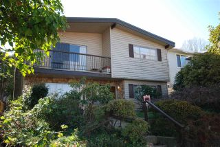 Photo 1: 2706 CHEYENNE Avenue in Vancouver: Collingwood VE House for sale (Vancouver East)  : MLS®# R2445112