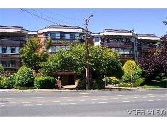 Main Photo:  in VICTORIA: Vi Oaklands Condo for sale (Victoria)  : MLS®# 369583