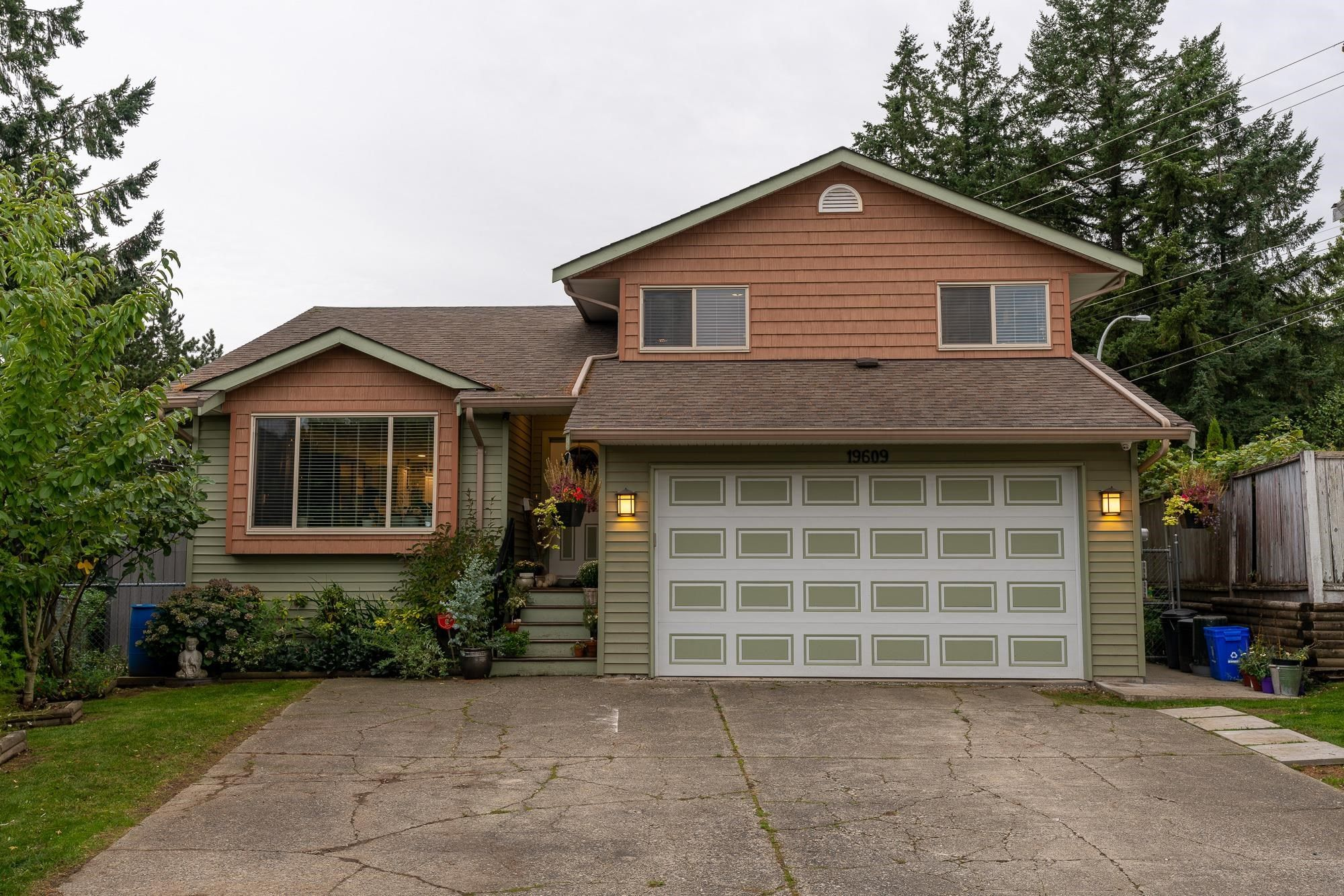 Main Photo: 19609 WAKEFIELD Drive in Langley: Willoughby Heights House for sale : MLS®# R2622964