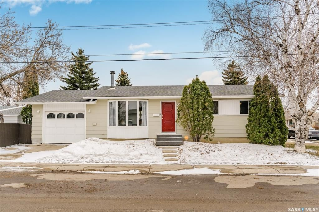 Main Photo: 1535 Laura Avenue in Saskatoon: Forest Grove Residential for sale : MLS®# SK846804