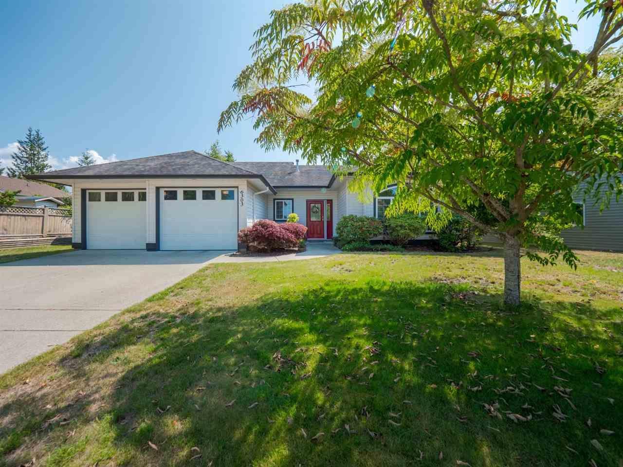 Main Photo: 6303 HOMESTEAD Avenue in Sechelt: Sechelt District House for sale (Sunshine Coast)  : MLS®# R2394293