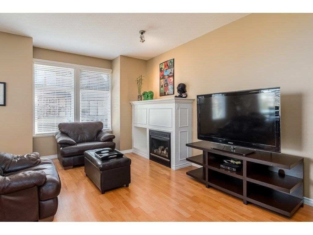 """Photo 4: Photos: 5 6588 188 Street in Surrey: Cloverdale BC Townhouse for sale in """"HILLCREST PLACE"""" (Cloverdale)  : MLS®# R2532394"""