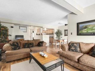 Photo 3: 1875 LILAC DRIVE in Surrey: King George Corridor Townhouse for sale (South Surrey White Rock)  : MLS®# R2144648