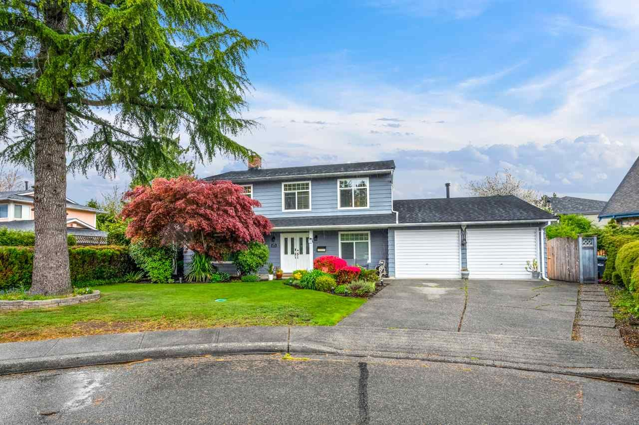 Main Photo: 10411 HOGARTH Drive in Richmond: Woodwards House for sale : MLS®# R2571578