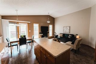 Photo 10: 70 Henry Dormer Drive in Winnipeg: Island Lakes Residential for sale (2J)  : MLS®# 202023677