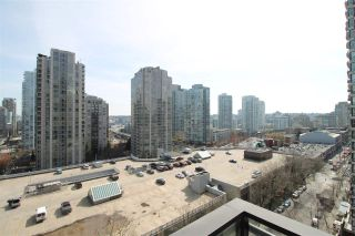 """Photo 11: 1303 909 MAINLAND Street in Vancouver: Yaletown Condo for sale in """"YALETOWN PARK 2"""" (Vancouver West)  : MLS®# R2561164"""