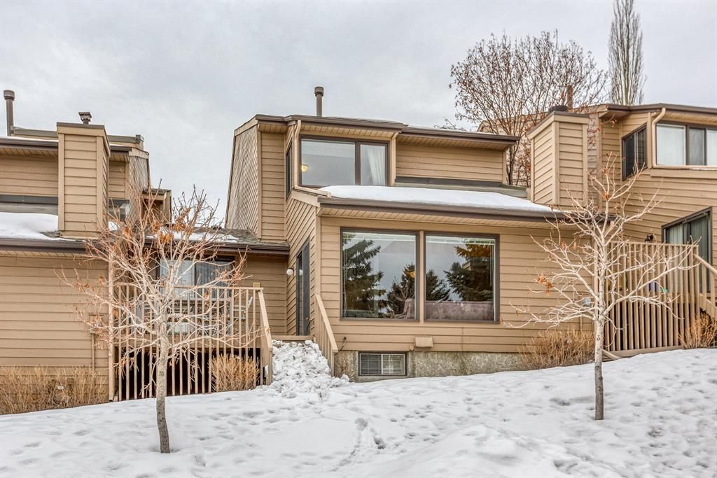 Main Photo: 10 Coach  Manor Rise SW in Calgary: Coach Hill Row/Townhouse for sale : MLS®# A1077472