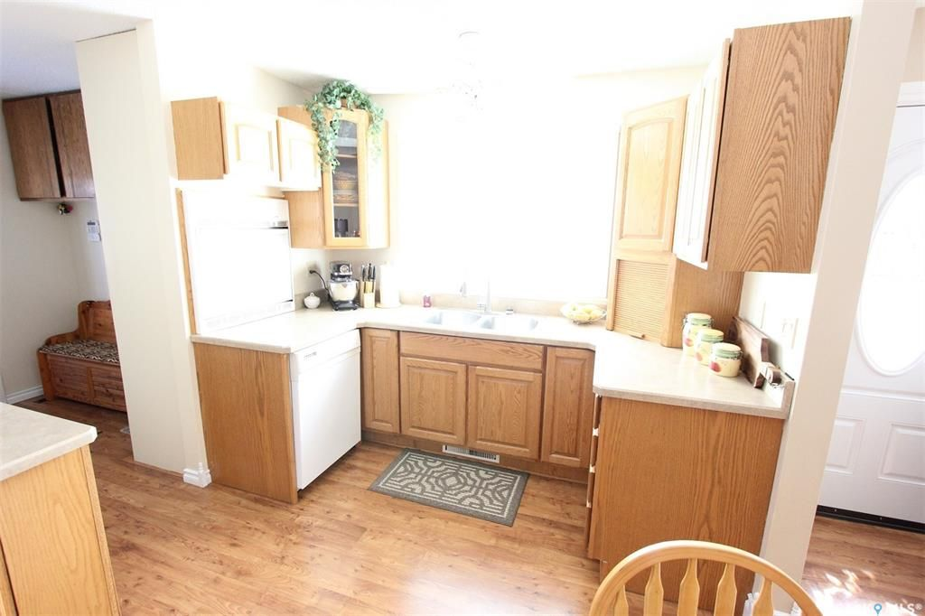 Photo 4: Photos: 1212 Cook Drive in Prince Albert: Crescent Heights Residential for sale : MLS®# SK806050