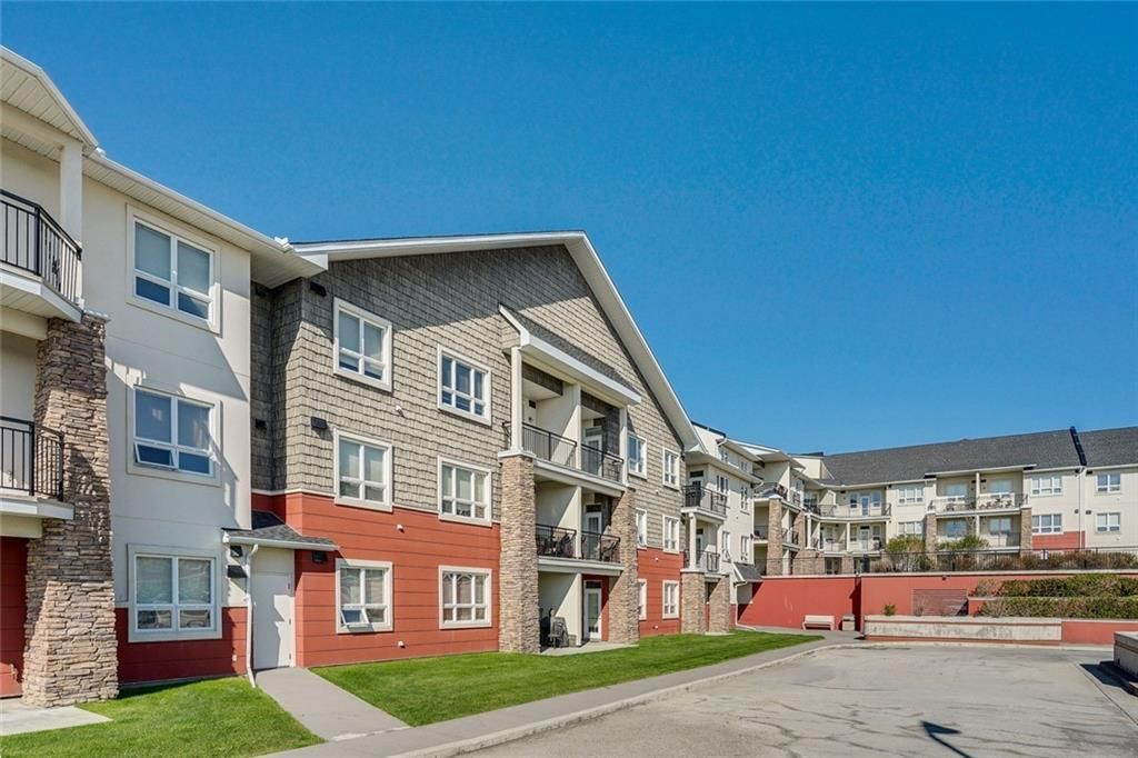 Main Photo: 451 26 VAL GARDENA View SW in Calgary: Springbank Hill Apartment for sale : MLS®# C4248066