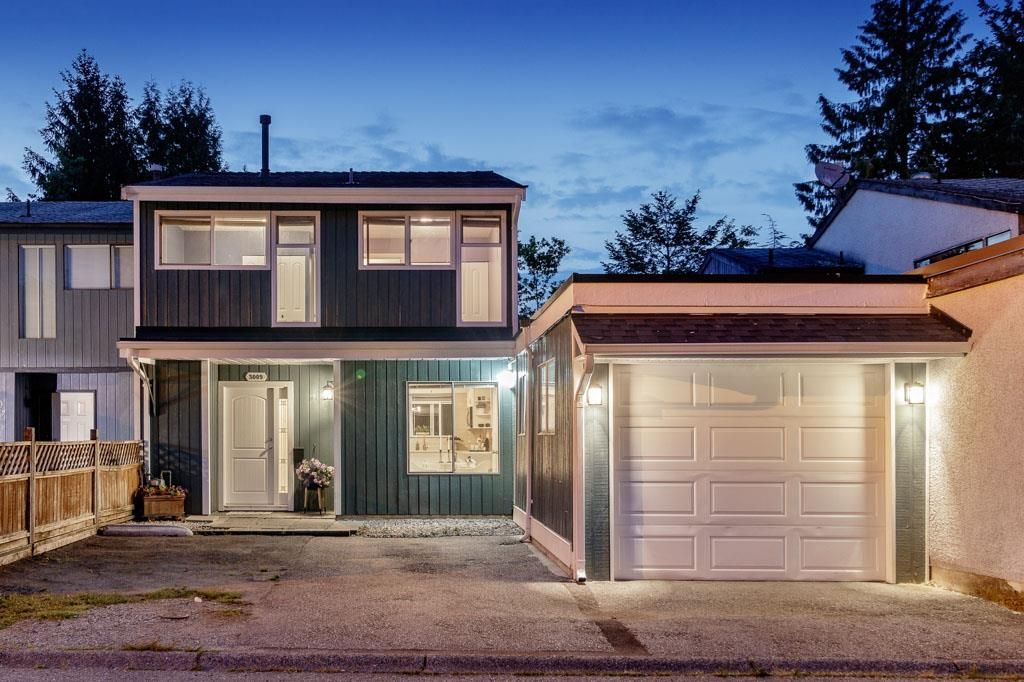 Main Photo: 3009 FIRBROOK PLACE in Coquitlam: Meadow Brook 1/2 Duplex  : MLS®# R2385710