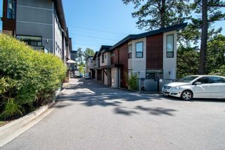 Photo 2: 4 2311 Watkiss Way in : VR Hospital Row/Townhouse for sale (View Royal)  : MLS®# 878029
