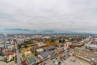 """Photo 7: 2303 285 E 10TH Avenue in Vancouver: Mount Pleasant VE Condo for sale in """"The Independent"""" (Vancouver East)  : MLS®# R2418764"""