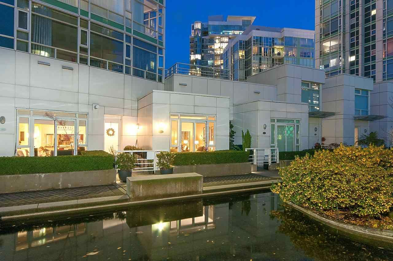 Photo 19: Photos: 302 198 AQUARIUS MEWS in Vancouver: Yaletown Condo for sale (Vancouver West)  : MLS®# R2231023