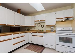 Photo 9: 3836 Epsom Dr in VICTORIA: SE Cedar Hill Full Duplex for sale (Saanich East)  : MLS®# 631569