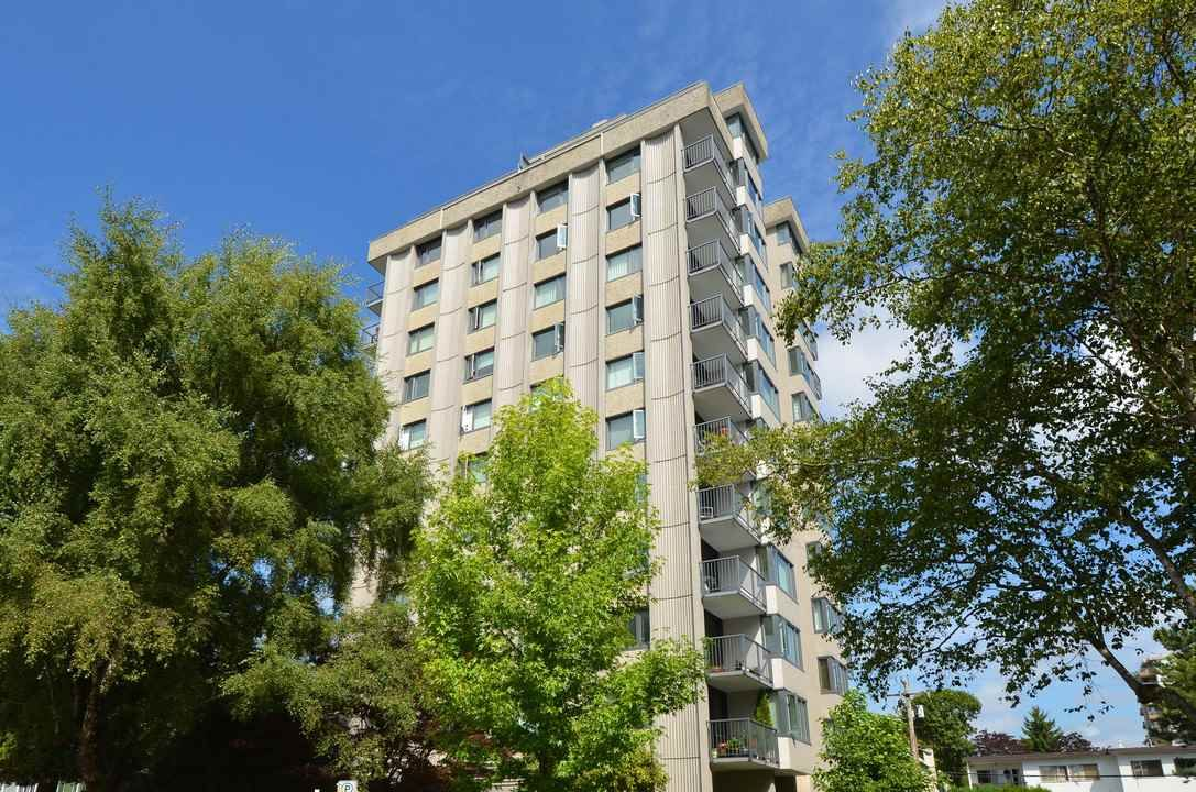 """Main Photo: 904 2165 W 40TH Avenue in Vancouver: Kerrisdale Condo for sale in """"The Veronica"""" (Vancouver West)  : MLS®# R2172373"""