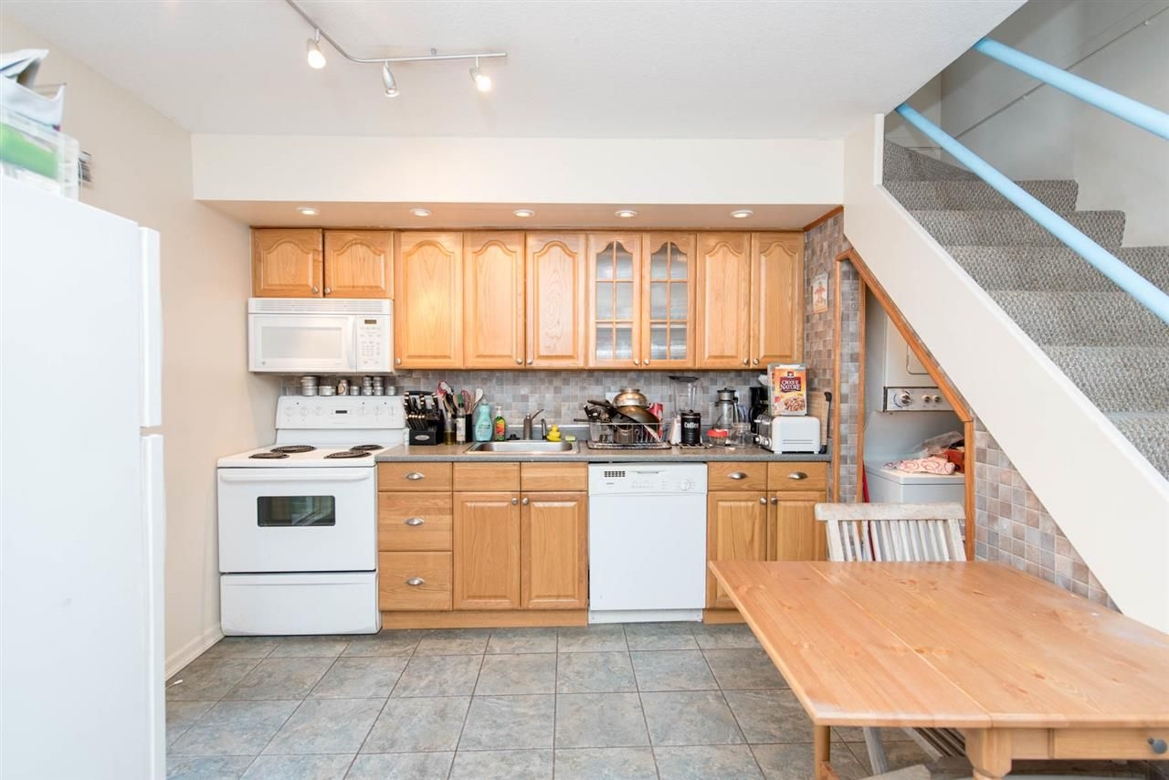 Main Photo: 37 870 W 7TH AVENUE in Vancouver: Fairview VW Townhouse for sale (Vancouver West)  : MLS®# R2044473