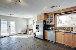 Photo 9: 1931 Pinetree Crescent NE in Calgary: Pineridge Detached for sale : MLS®# A1153335