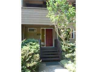"""Photo 1: 2391 MOUNTAIN Highway in North Vancouver: Lynn Valley Townhouse for sale in """"YORKWOOD PARK"""" : MLS®# V905614"""