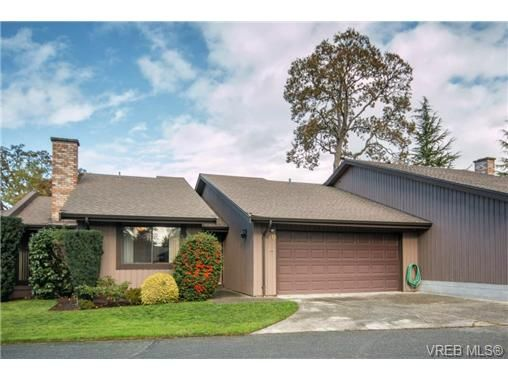 Main Photo: 10 4056 N Livingstone Ave in VICTORIA: SE Mt Doug Row/Townhouse for sale (Saanich East)  : MLS®# 685818