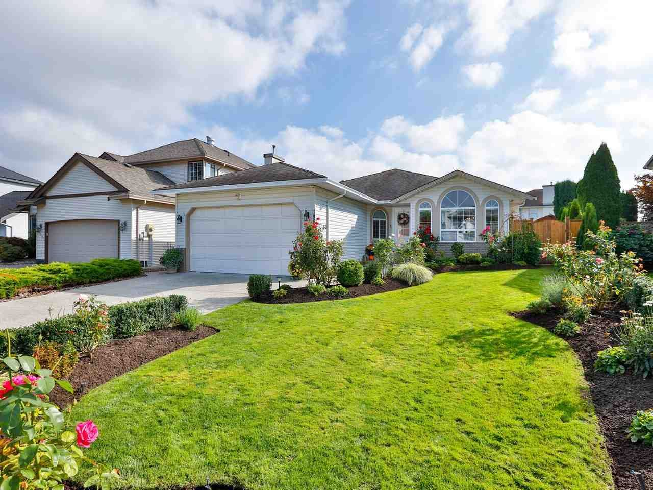 Photo 2: Photos: 19645 SOMERSET Drive in Pitt Meadows: Mid Meadows House for sale : MLS®# R2505880