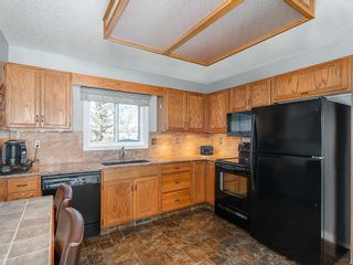 Photo 5: 12 140 STRATHAVEN Circle SW in Calgary: Strathcona Park Semi Detached for sale : MLS®# C4229318