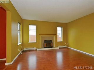 Photo 3: B 1706 Kings Rd in VICTORIA: Vi Jubilee Half Duplex for sale (Victoria)  : MLS®# 757946
