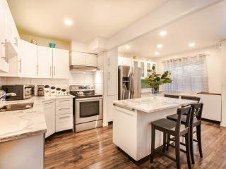 """Photo 5: 106 1950 CEDAR VILLAGE Crescent in North Vancouver: Westlynn Townhouse for sale in """"MOUNTAIN ESTATES"""" : MLS®# R2439112"""