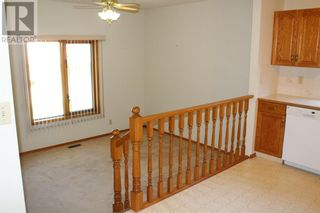 Photo 3: 11 Erminedale Bay N in Lethbridge: House for sale : MLS®# A1093060