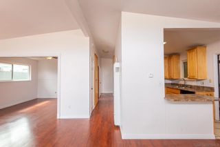 Photo 4: IMPERIAL BEACH House for sale : 4 bedrooms : 323 Donax Ave