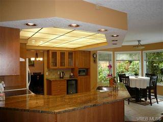 Photo 6: 885 Maltwood Terr in VICTORIA: SE Broadmead House for sale (Saanich East)  : MLS®# 711299
