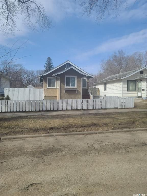 Main Photo: 1223 C Avenue North in Saskatoon: Mayfair Residential for sale : MLS®# SK849119