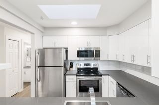 """Photo 19: 301 874 W 6TH Avenue in Vancouver: Fairview VW Condo for sale in """"FAIRVIEW"""" (Vancouver West)  : MLS®# R2542102"""