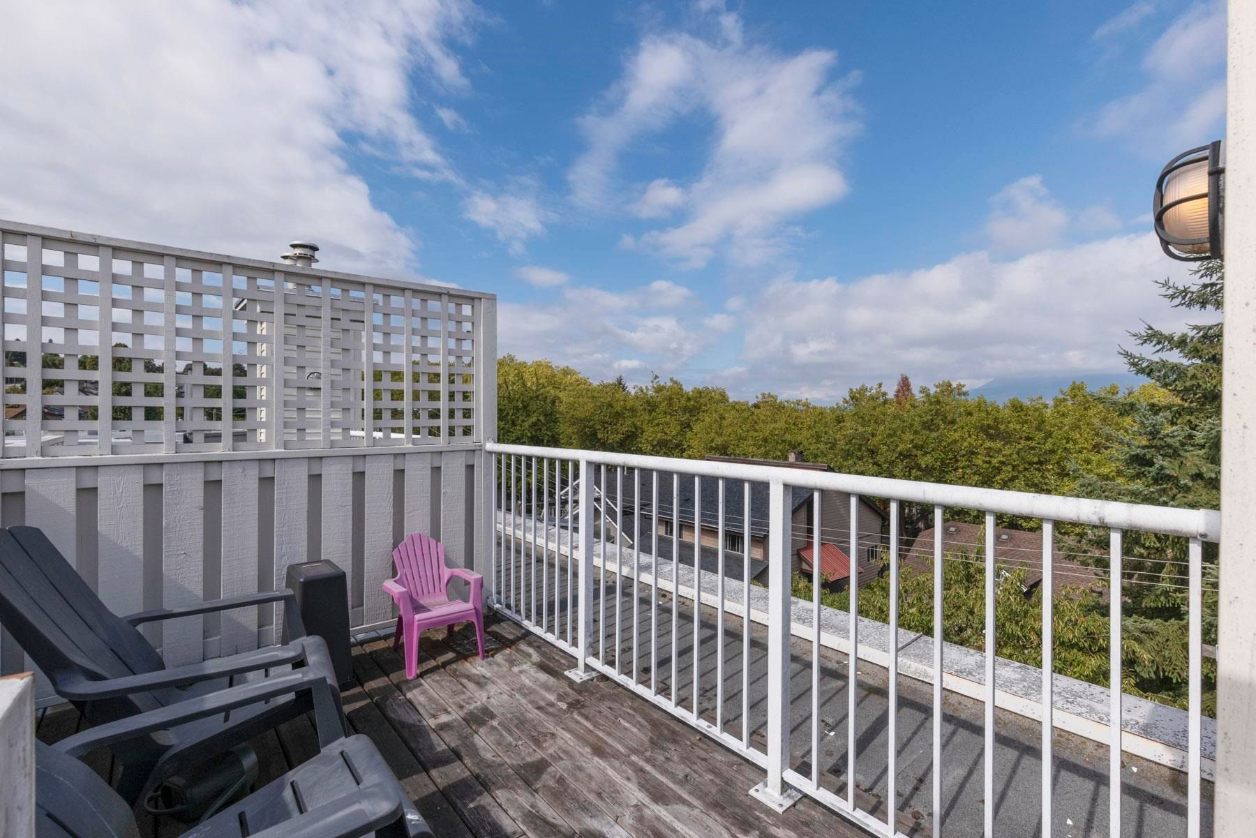 """Main Photo: 304 3727 W 10TH Avenue in Vancouver: Point Grey Townhouse for sale in """"FOLKSTONE"""" (Vancouver West)  : MLS®# R2617811"""