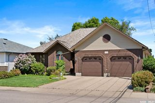 Main Photo: 4005 ELPHINSTONE Street in Regina: Parliament Place Residential for sale : MLS®# SK859992