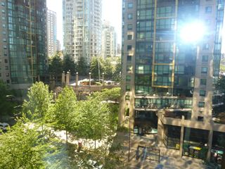 """Photo 19: 613 1333 W GEORGIA Street in Vancouver: Coal Harbour Condo for sale in """"Qube"""" (Vancouver West)  : MLS®# V1024937"""