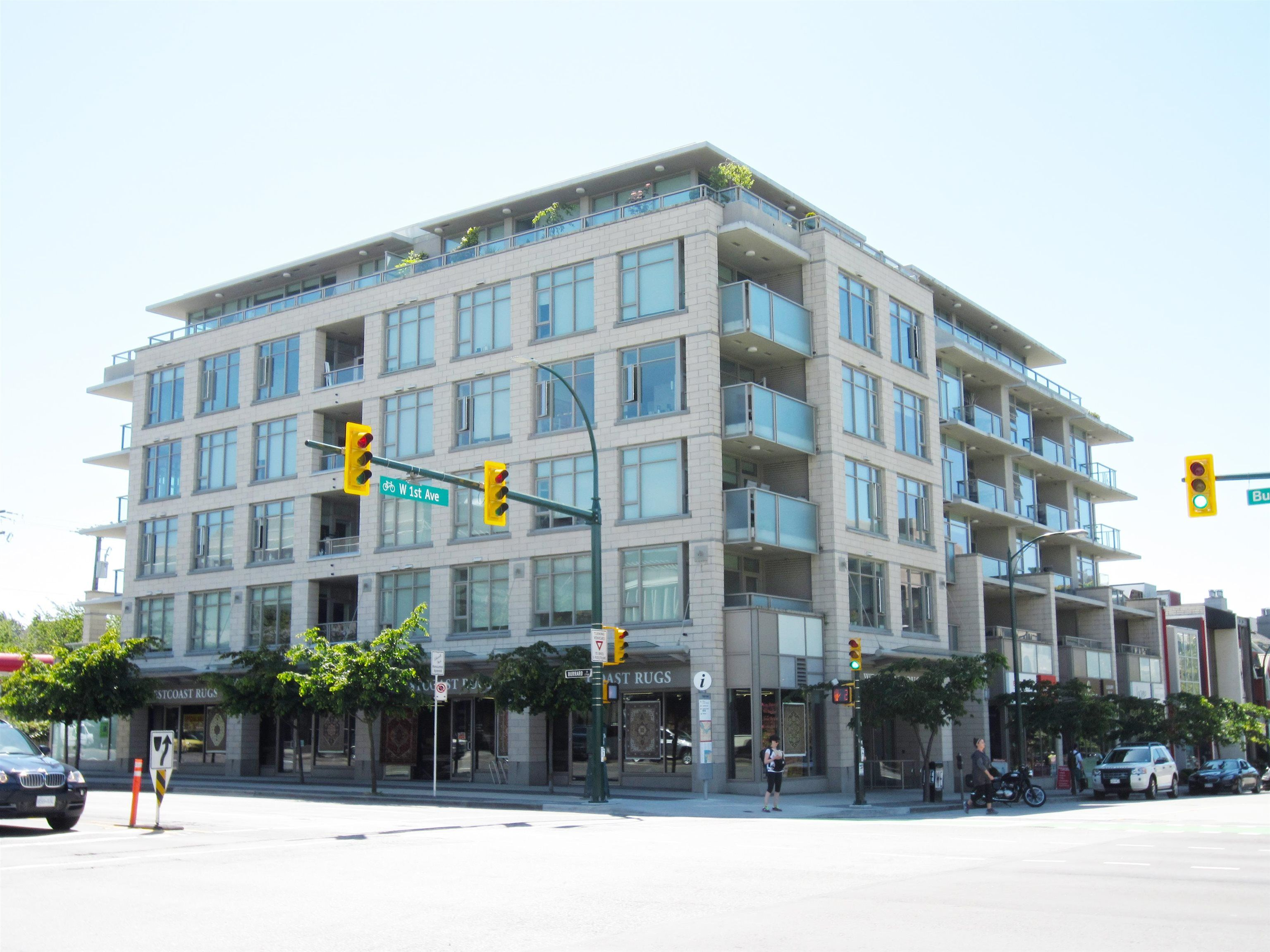 Main Photo: 1705 BURRARD Street in Vancouver: Kitsilano Retail for sale (Vancouver West)  : MLS®# C8040136