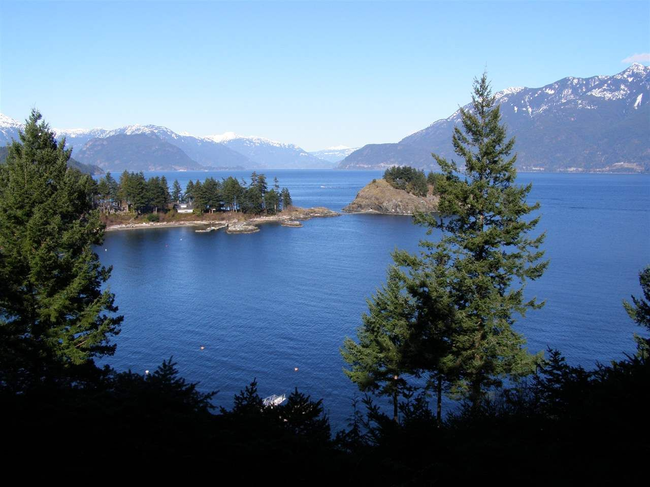 Main Photo: LOT 2 SMUGGLERS COVE Road: Bowen Island Land for sale : MLS®# R2028802